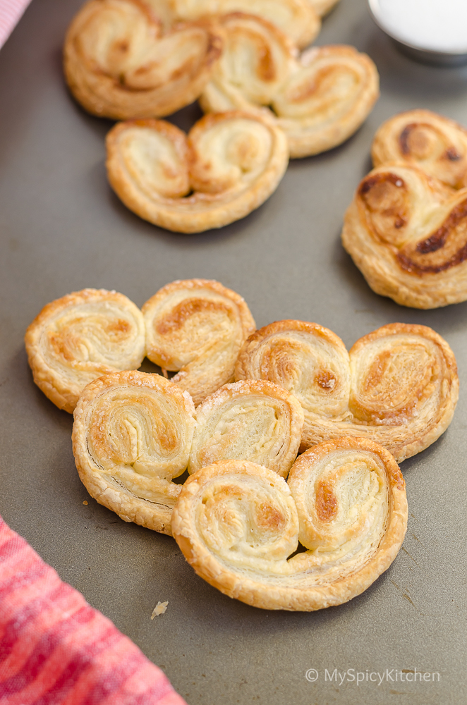 Palmiers, Lunettes, Homemade Palmiers, Homemade Little Hearts, Homemade Lunettes, Puff Pastry Sheets, Recipes with Puff Pastry Sheet, French Pastry,