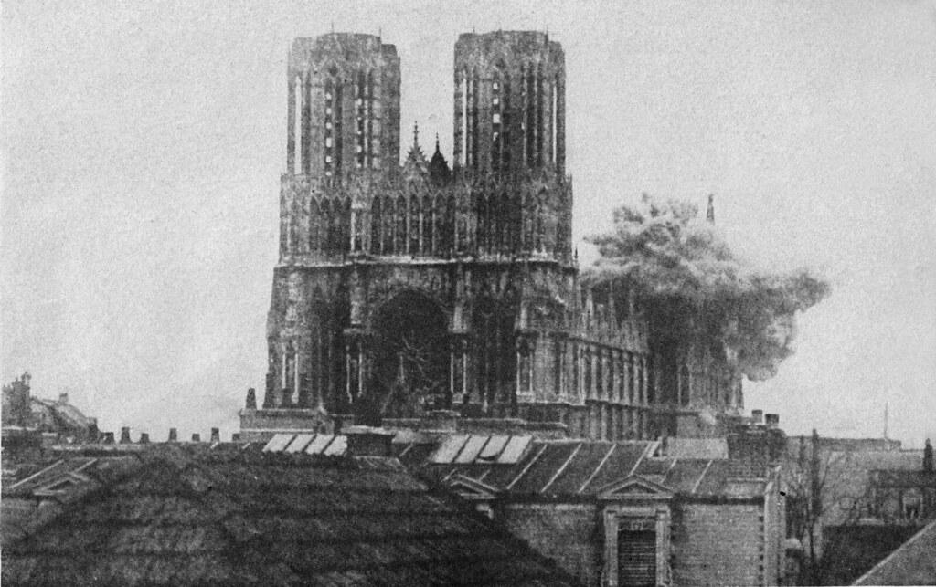 Bombardeo de la Catedral de Reims en septiembre de 1914 por aviones alemanes (I Guerra Mundial)