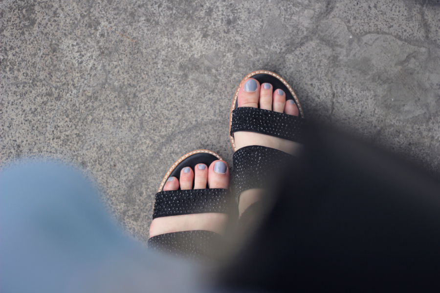 outfit shoes sandals nails blue black glitter from where i stand blog