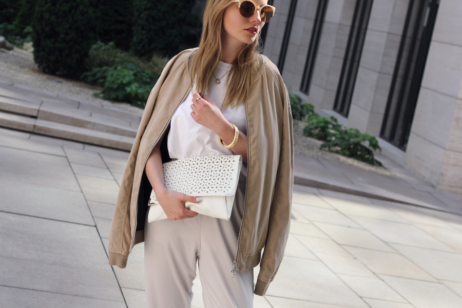 outfit details all white beige clutch accessoires gold blonde asos pull&bear h&m other tories german blogger