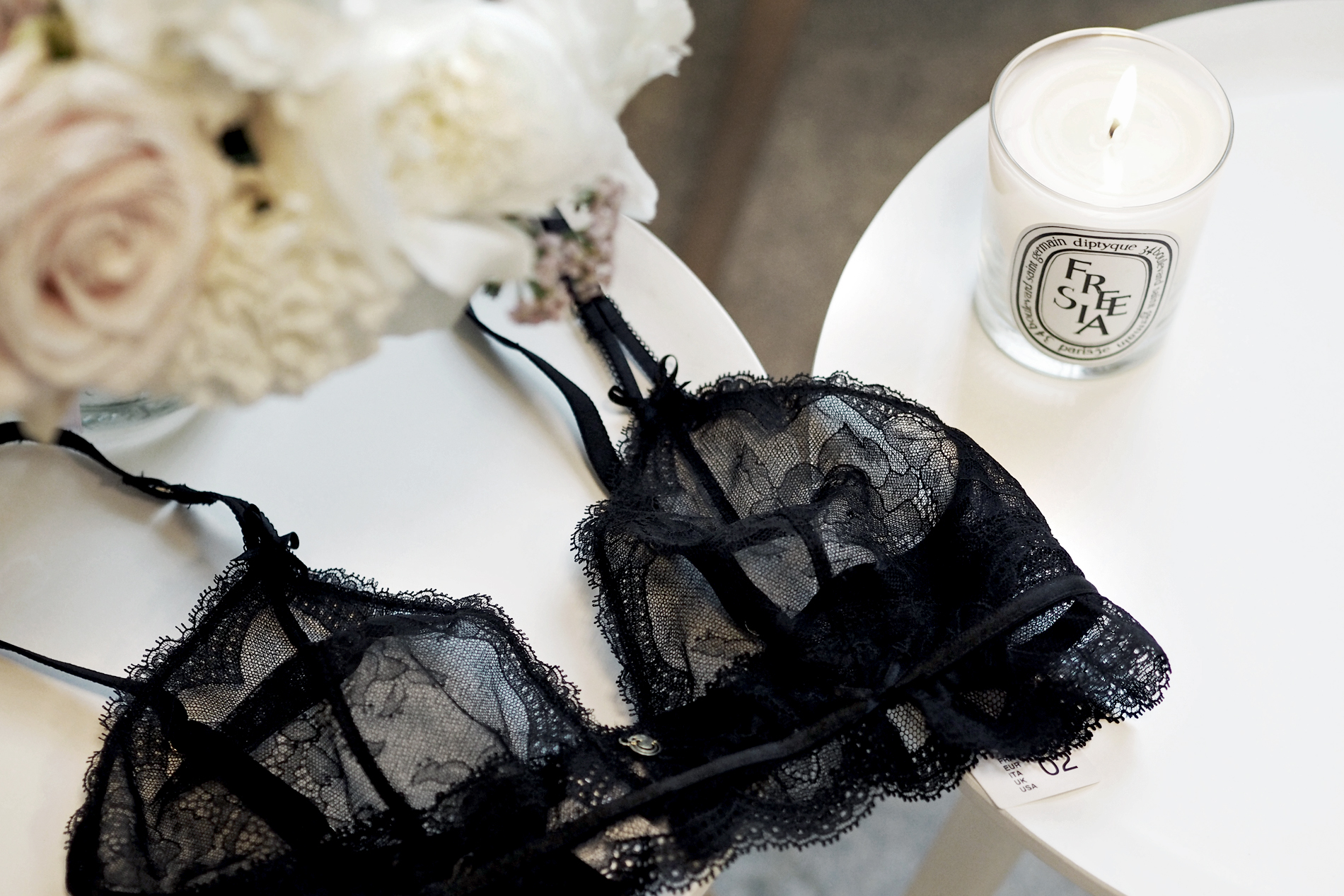 chantelle lingerie lace bra blogger style sexy dessous luxury black underwear bra roses chic paris parisienne french elegante cats & dogs fashion blog ricarda schernus modeblogger 1