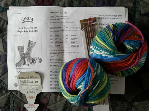Trying again, hopefully this time with the right yarn! Is this better, @sleepinsarah?!! #numpty #makingsocksforaweegem