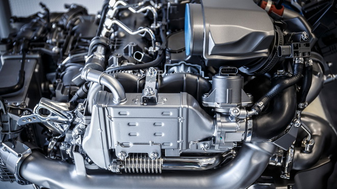 mercedes-four-cylinder-diesel-engine (1)