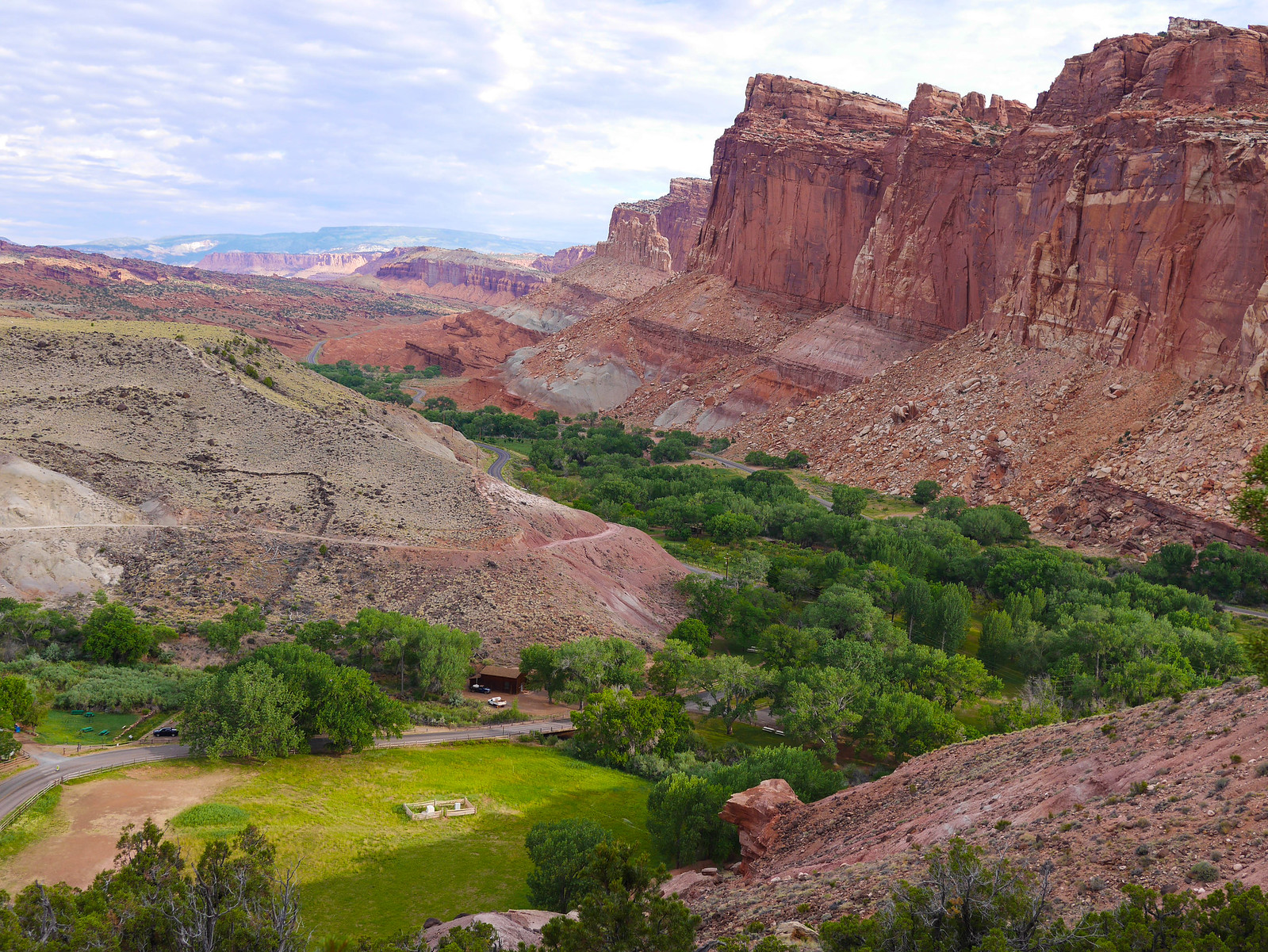 Starting up the Cohab Canyon Trail from Fruita