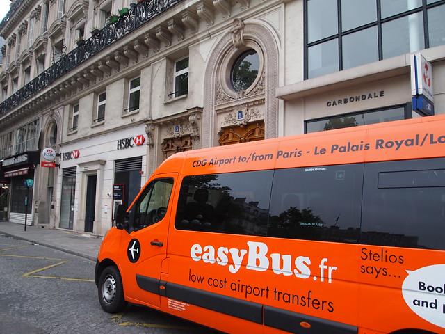 P5291923 easybus paris パリ フランス