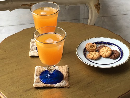 orange juice and cookies