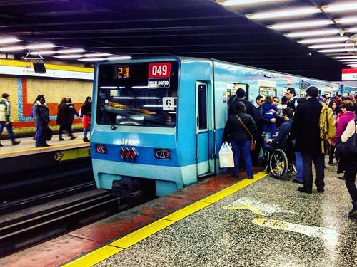 Metro de Santiago NS74 en Los Héroes (Línea 2)