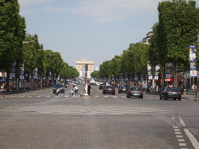 P5281827 シャンゼリゼ大通り L'Avenue des Champs-Élysées パリ フランス paris france