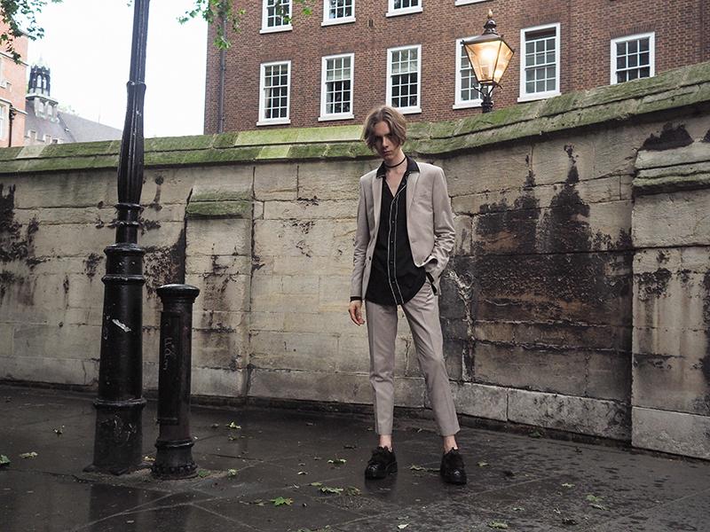 MIKKOPUTTONEN_LCM_outfit_streetstyle_London_FashionWeek_RiverIsland_Beigesuit_PaulSmith_Allsaints_MensFashion3_web