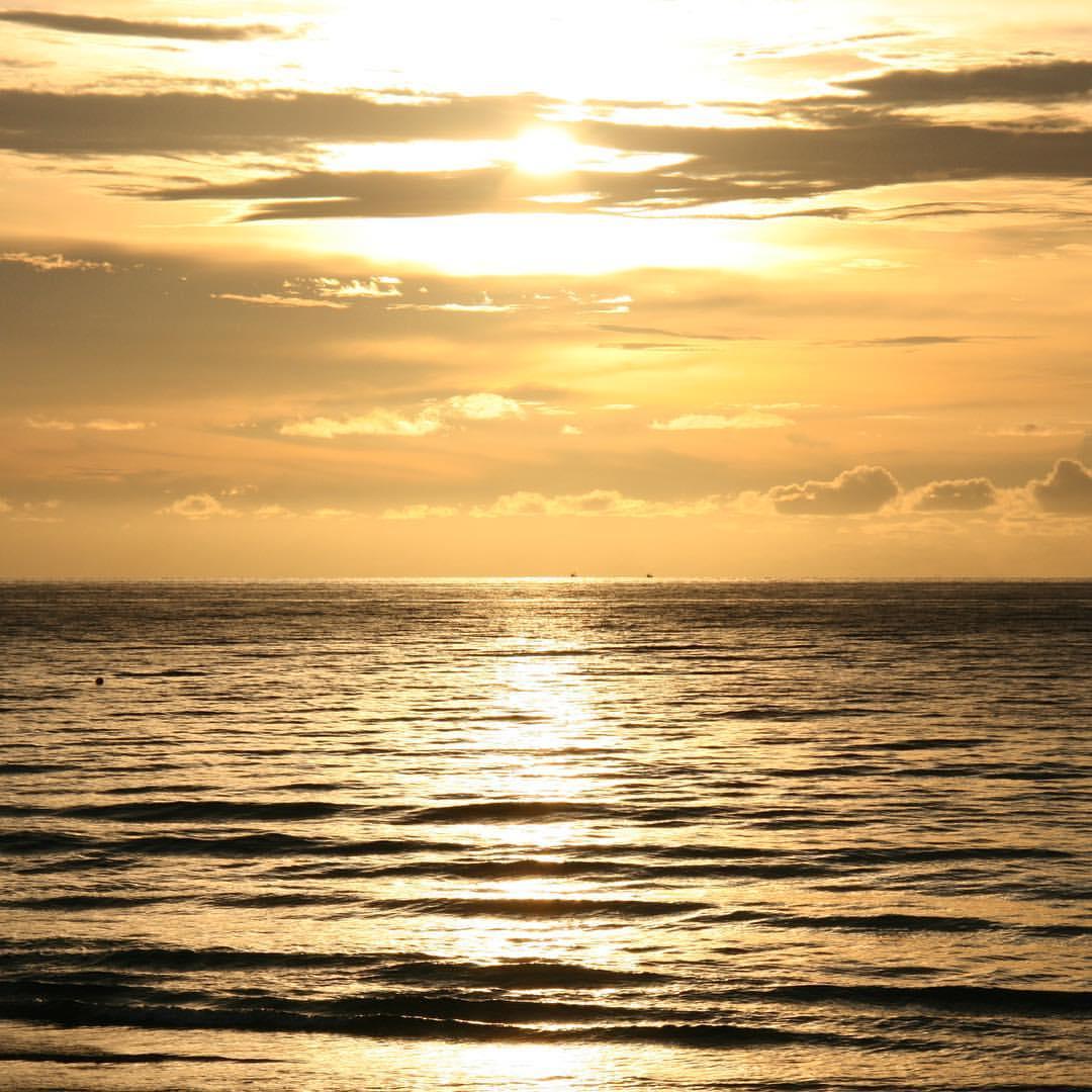 AROUND THE WORLD 2012 | #20 | THAILAND Another stunning sunset at Koh Lanta. #rtw #rtw365 #aroundtheworld #RTW2012 #aroundtheworldtrip #maailmanympärimatka #suuriseikkailu #2012 #memories #thailand #thaimaa #kohlanta #sunset #beach #travelmemories #trav