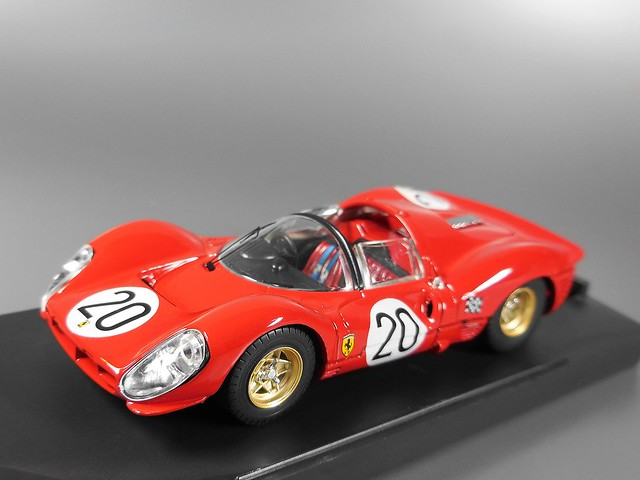 Ferrari 330 P4 (Chris Amon/Nino Vaccarellla) 1967