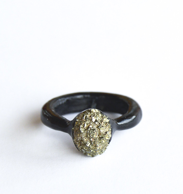 Simple ring with pyrite
