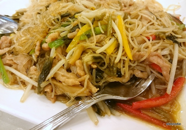 Braised Vermicelli with Shredded Pork & Vegetable close-up