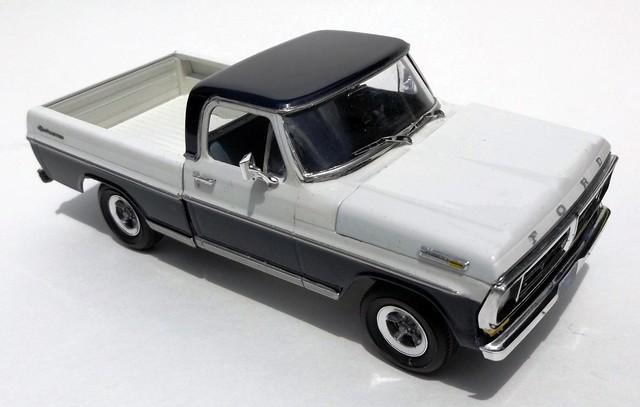 1972 Sport Custom Ford Pickup Truck 125 Scale Moebius Model Kit