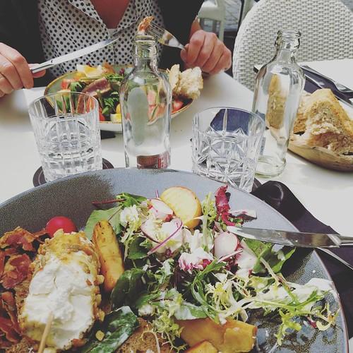 Lunch met ons mama. Op een terrasje. In de zon. 💕 #goodlife #countyourblessings #familymatters