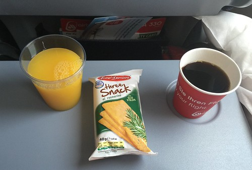 Orangensaft, Cracker & Kaffee
