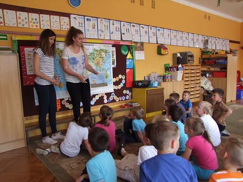 Uczniowie czytają cd