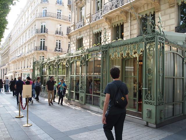 P5281813 シャンゼリゼ大通り L'Avenue des Champs-Élysées パリ フランス paris france