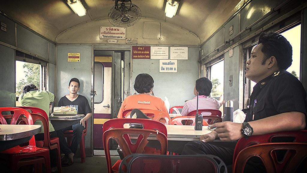 les employés du train ...  26658683214_fdb7690985_b