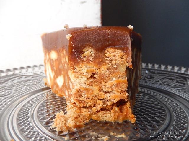 tort de biscuiti cu nuci si caramel