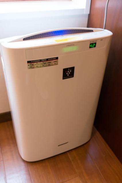 定山渓 鶴雅リゾートスパ 森の謌、部屋に設置された加湿機能付き空気清浄機