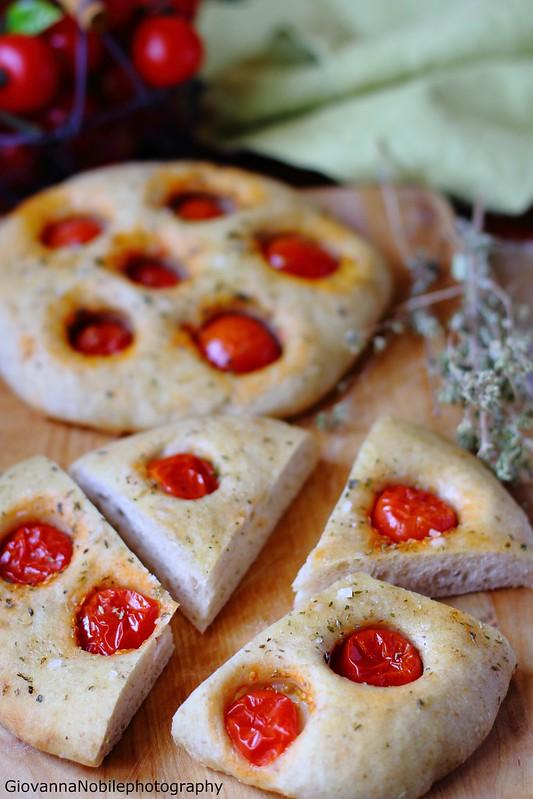 Ricetta della focaccia semi integrale 2 con pomodorini Pachino