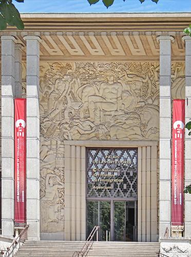 L'entrée du Palais de la Porte Dorée (Paris)