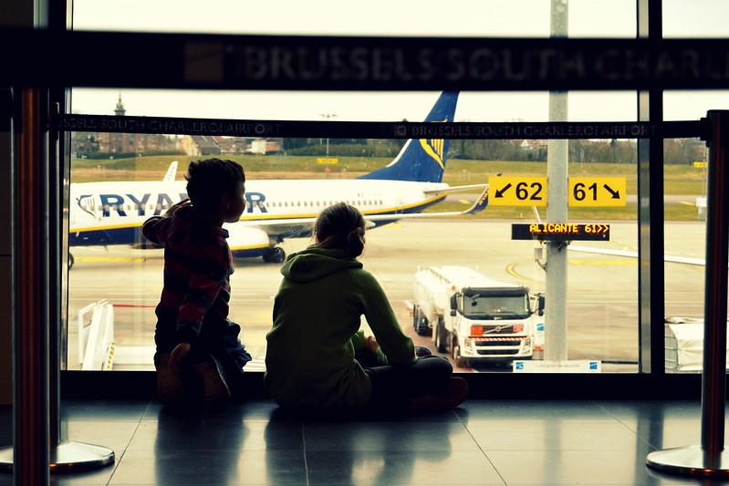 chicos en el aeropuerto Berlin 2016
