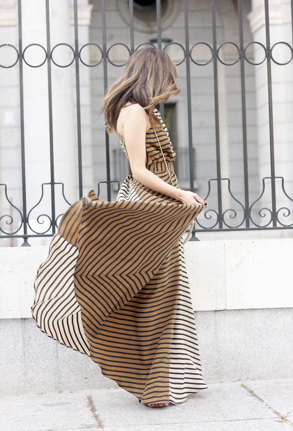 Maxi Striped Dress summer outfit sunnies uterqüe black sandals style fashion10