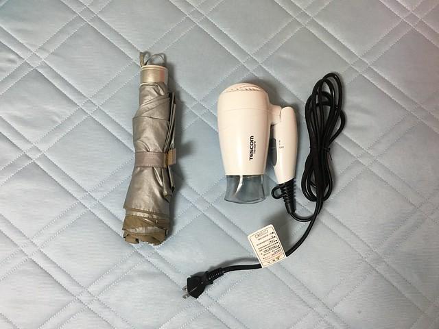 摺疊後的比例尺,對照組是雨傘王的摺傘@TESCOM TID192TW保濕負離子機能吹風機