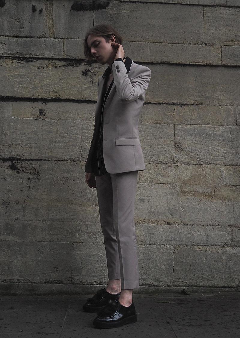 MIKKOPUTTONEN_LCM_outfit_streetstyle_London_FashionWeek_RiverIsland_Beigesuit_PaulSmith_Allsaints_MensFashion1_web