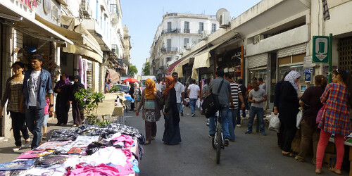 """Shopkeepers' Union Protests """"Scourge"""" of Illegal Traders"""