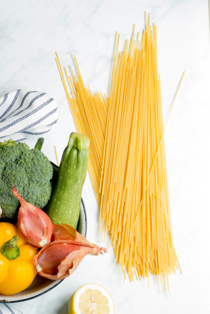 one pot lemony garlic pasta // nooch + veggies