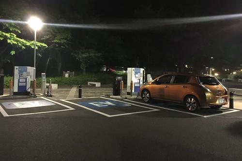 東名 足柄SA(上り)EV急速充電器 2台分あります。