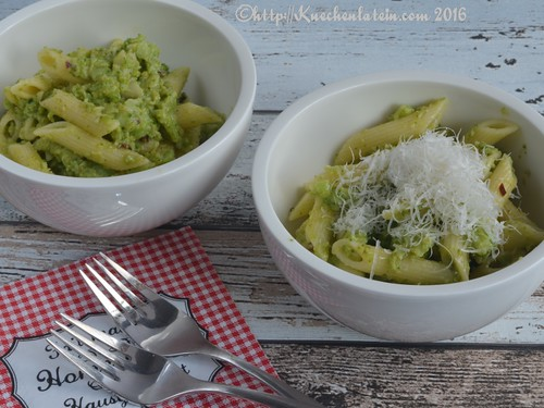 Penne with spicy broccoli sauce