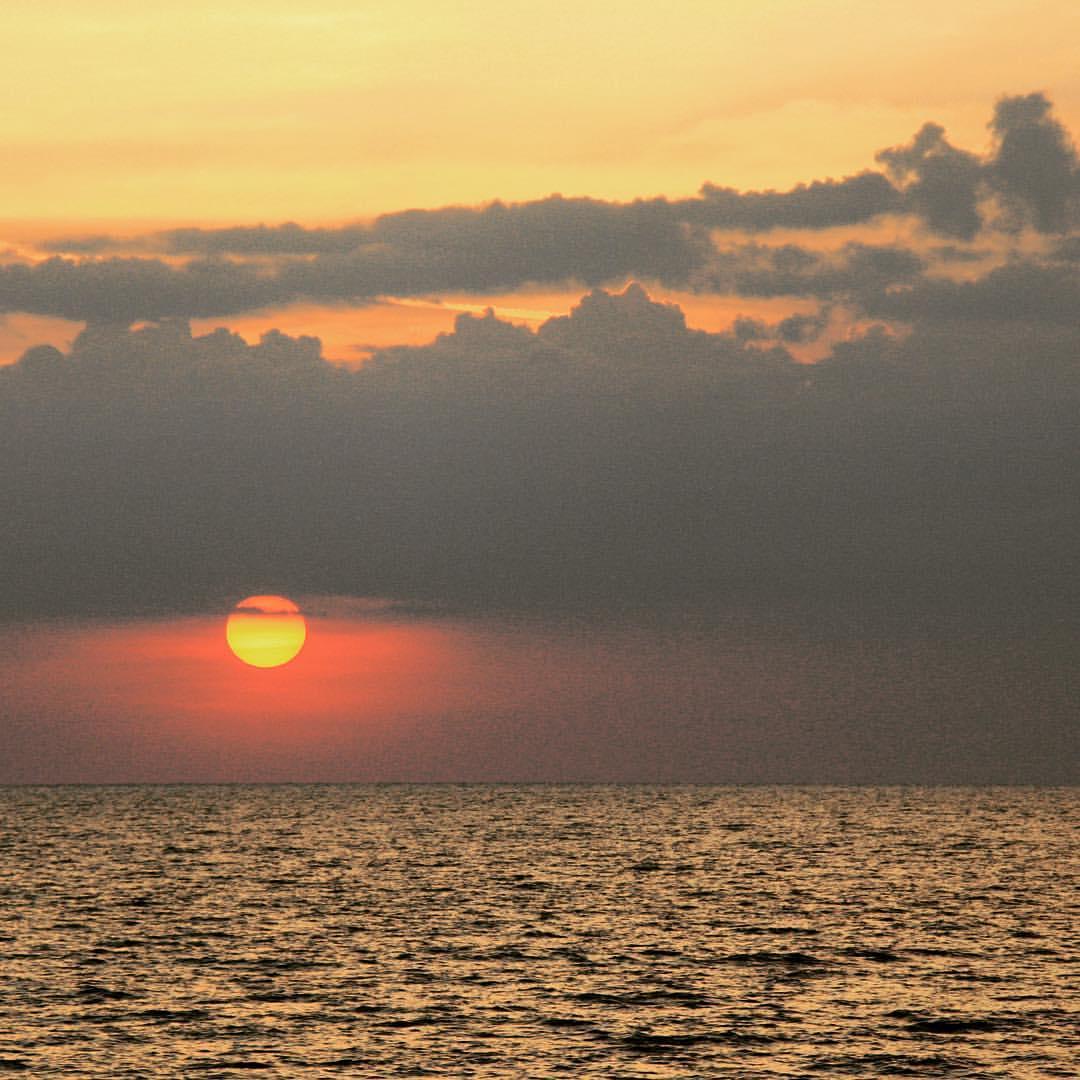 AROUND THE WORLD 2012 | #14 | THAILAND Beautiful sunset at Koh Lanta. #rtw #rtw365 #aroundtheworld #RTW2012 #aroundtheworldtrip #maailmanympärimatka #suuriseikkailu #bigadventure #thailand #thaimaa #kohlanta #sunset #instagramtravelthursday #igtt