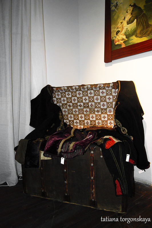 Сундук с предметами костюма бокельских моряков