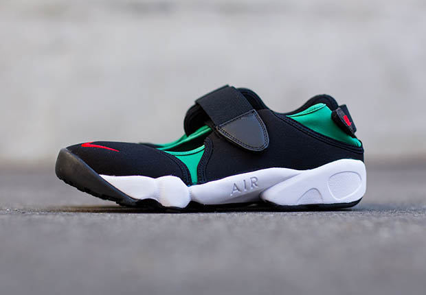 nike-air-rift-black-green-red-og-on-foot-5