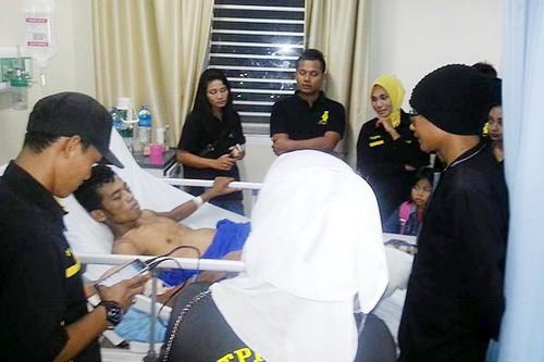 Komunitas Club Tanjungpinang Kepri Sociality, ketika membesuk Sahmudin di RSUP Kepri.