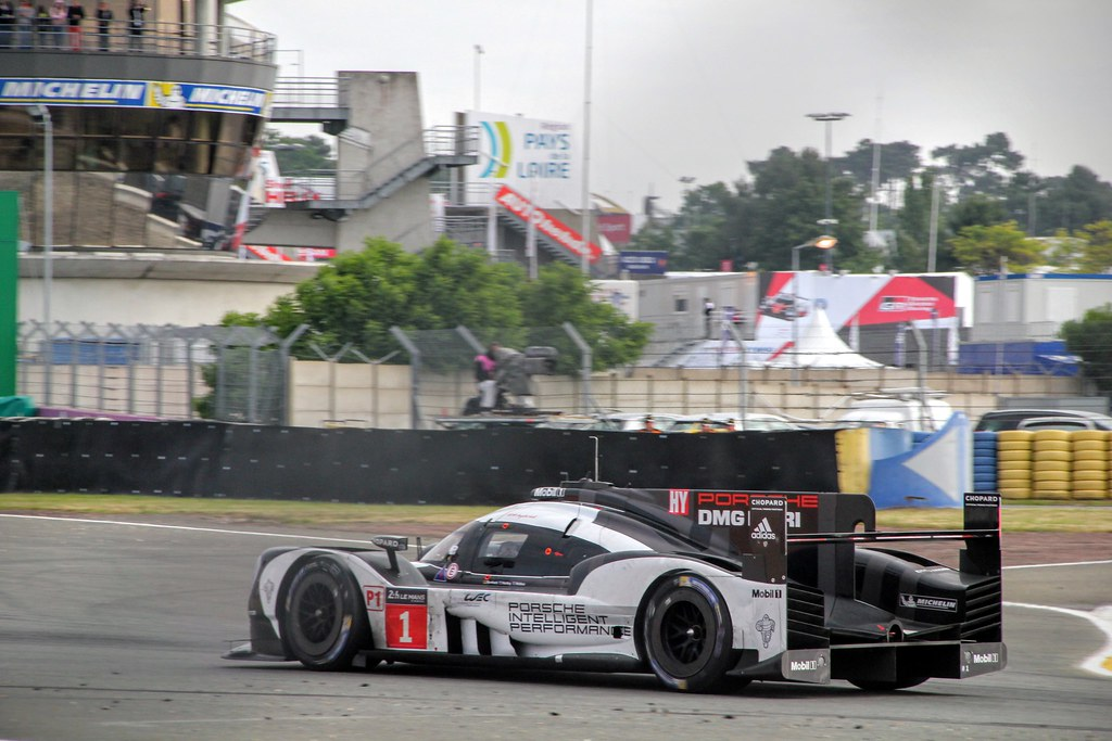 #1 Porsche 919 - Hybrid exiting the Ford chicane