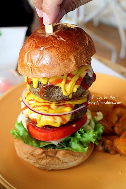 27958054342 d8f30df65c z - [台中]牛逼洋行--超級無敵厚的漢堡,真的無法一口咬下啊!@自立街 西區(已歇業)