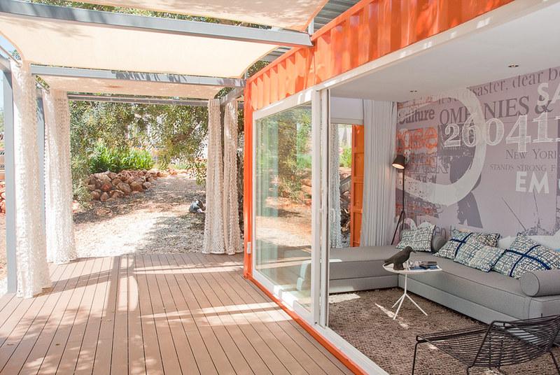 Вид на бытовку с террасы. Проект бюро Studio Arte