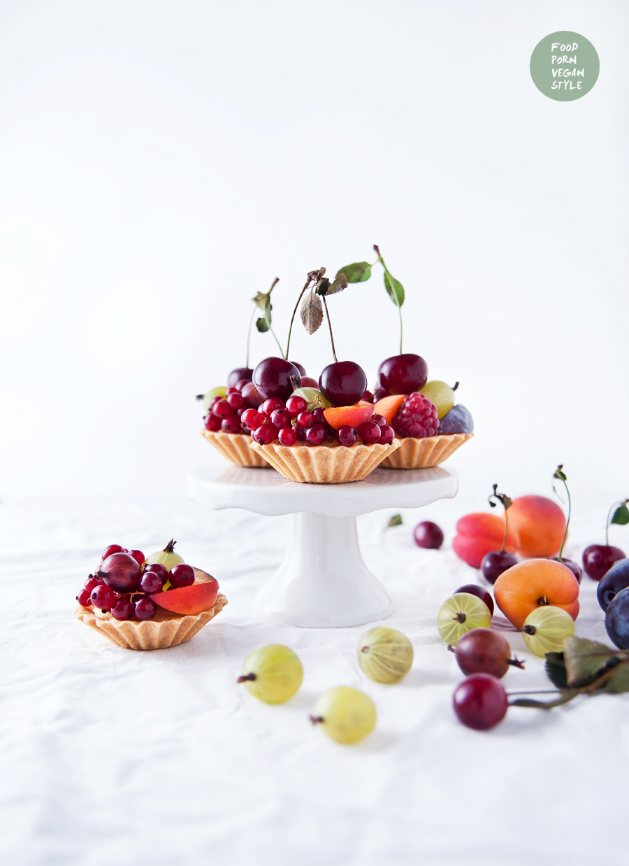 SWEET VEGAN GLUTEN-FREE TARTLETS WITH MILLET VANILLA PUDDING AND FRESH SUMMER FRUITS