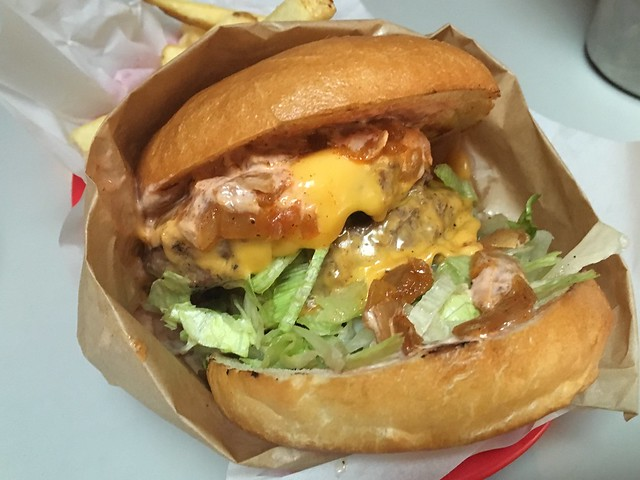 Crazy Dave's double dive-in cheeseburger - Garaje