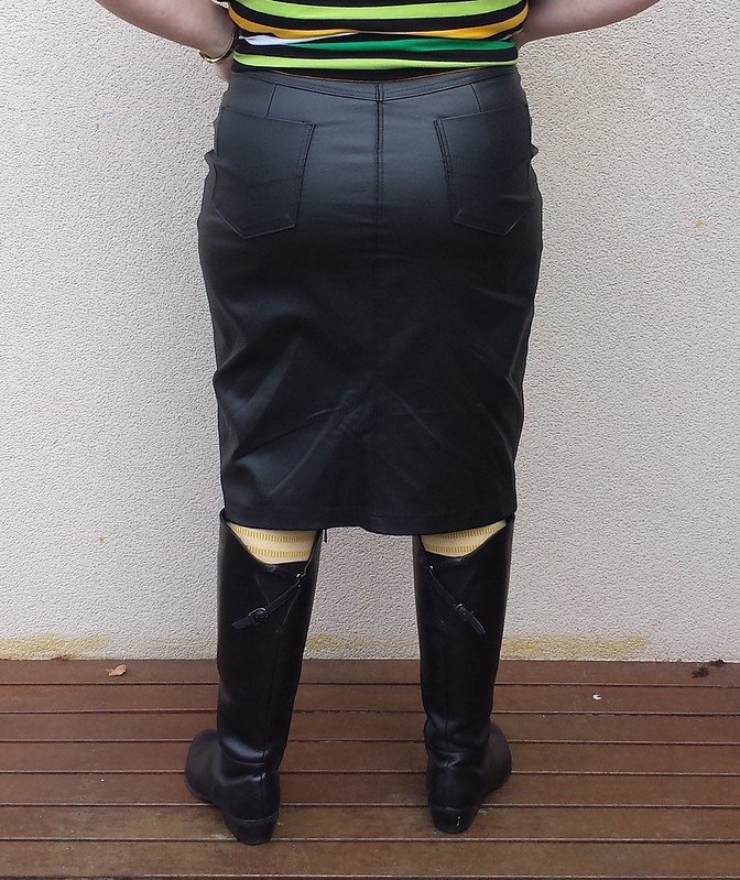 Style Arc Charlie stretch woven skirt in coated leather look bengaline