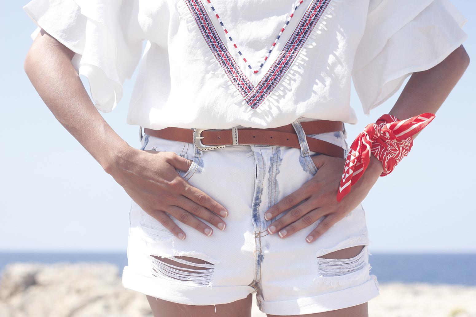 White Summer look bandana beach outfit09