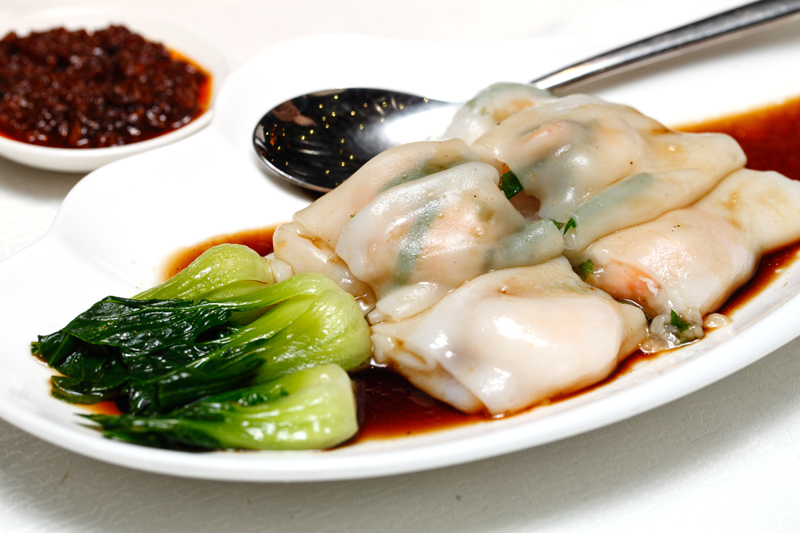 Steamed Rice Noodles with Prawns