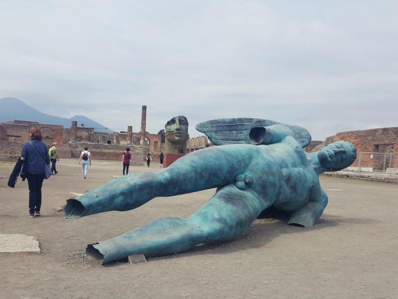 Pompeii modern sculptures