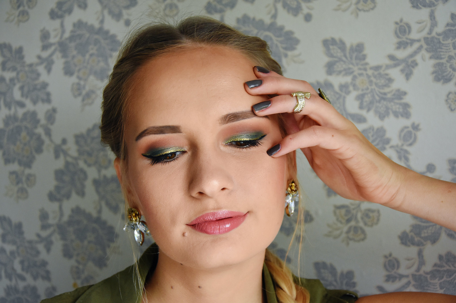 Fall makeup with gold glitter