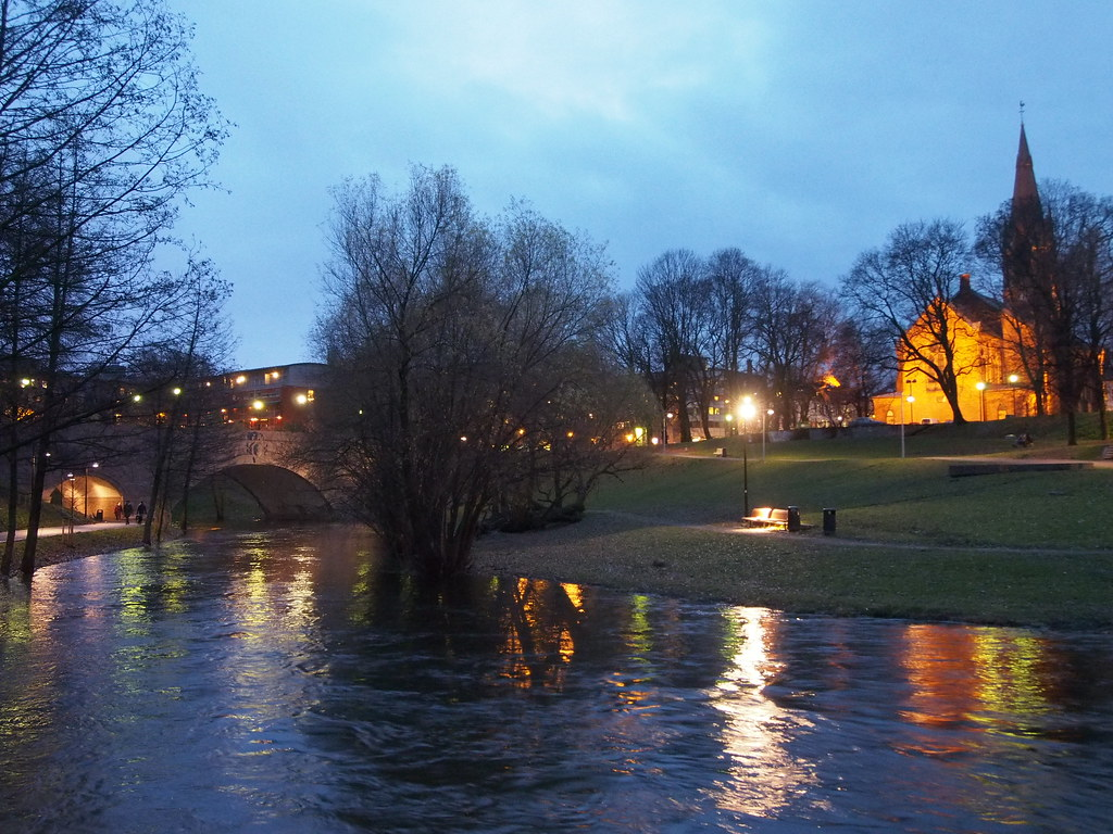 Winter night along Akerselva River